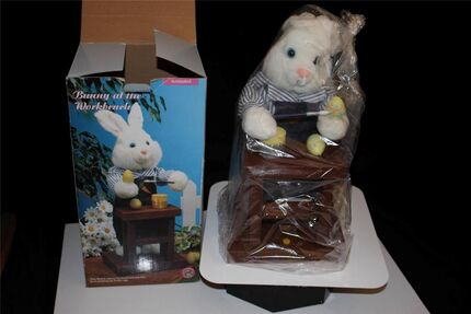 1996 Gemmy 16'' Animated Musical Easter Bunny Panting an Egg Work Bench box