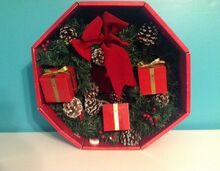 Rare 14'' GEMMY Christmas Door Wreath Singing Animated Mice Gifts Box~Pine Cones 2