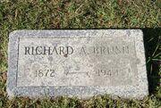 Brush-RichardArlington tombstone