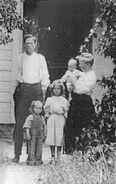 FrankVictorVanCott(1863-1938) wife Annie and 3 children