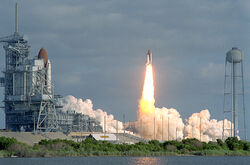 STS31 carries Hubble to orbit