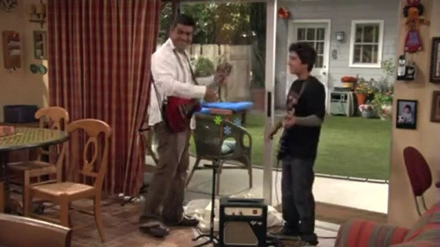 File:Ep 6x13 - George and Max jam together.jpg