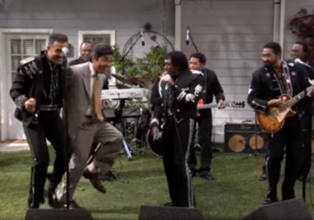 File:Ep 3x28 - George Jammin' with The Commodores.png