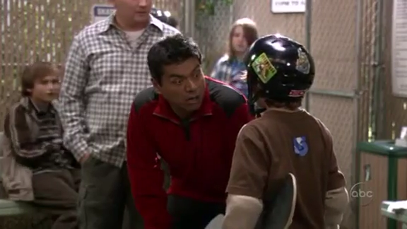 File:Ep 4x6 - George coaches skateboarder Max.png