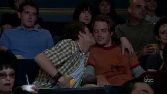 File:Ep 3x27 - Noah kissing boy at movie theatre.jpg