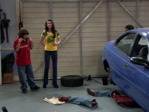 File:Ep 5x5 - George's severed while working on the car joke.jpg
