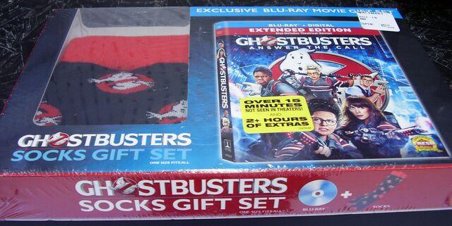 File:GhostbustersAnswerTheCallWalmartSocksGiftSet05.jpg