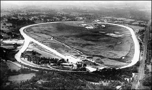 File:Brooklands1926.jpg