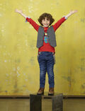 AUGUST MATURO BIO GIRLMEETSWORLD 139381 1529-400x522-1