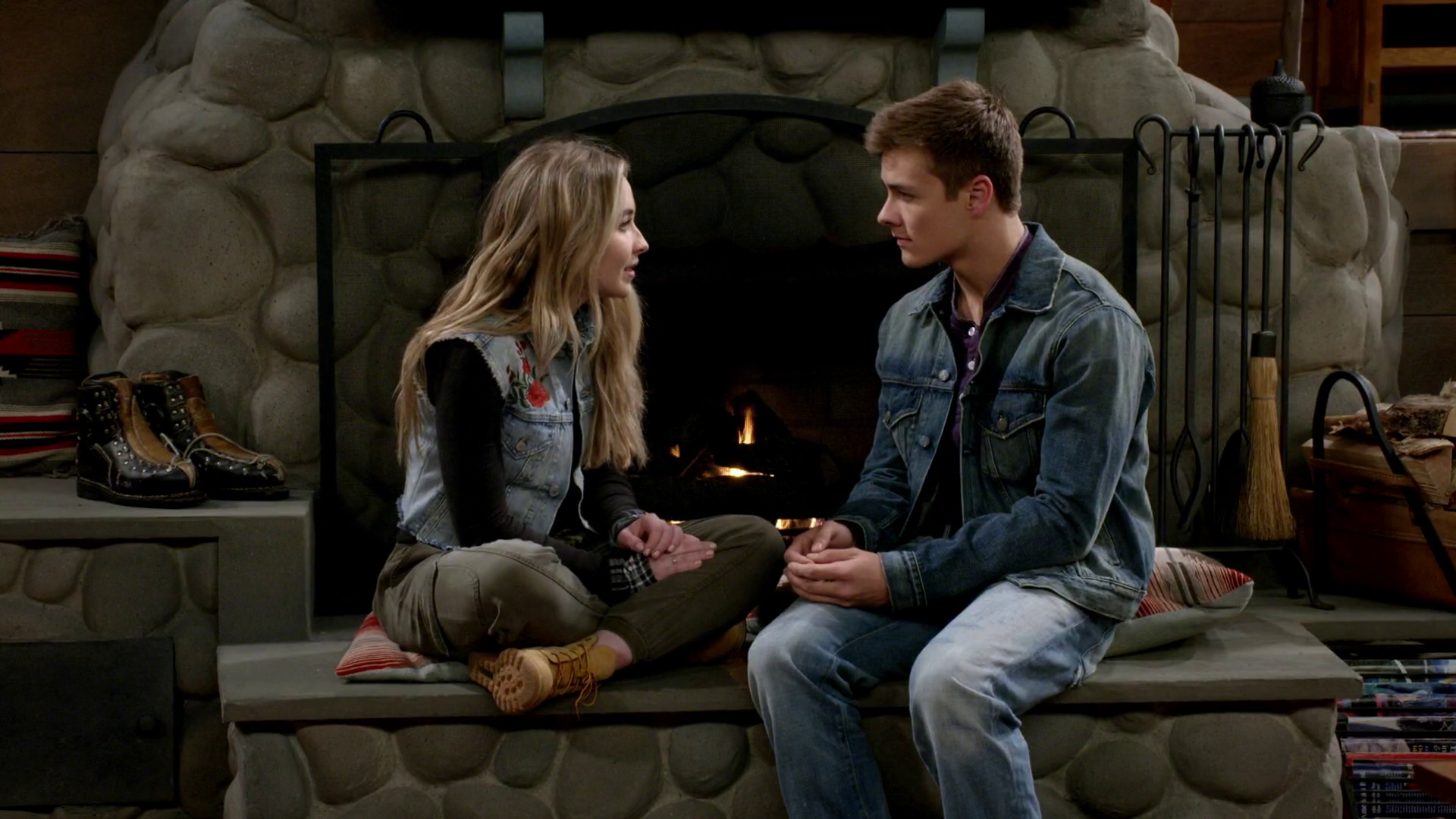 In girl meets world are lucas and maya dating