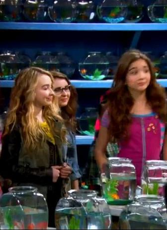 File:Girls Meeting Fish.JPG