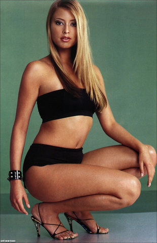 File:Holly Valance.png