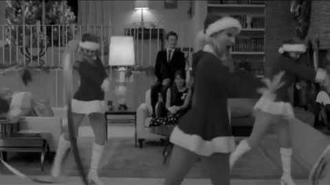 GLEE- Santa Claus is Coming To Town + Christmas Wrapping (Full Performance) HD