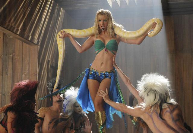 Datei:Brittany-Britney-glee-15785081-653-452.jpg