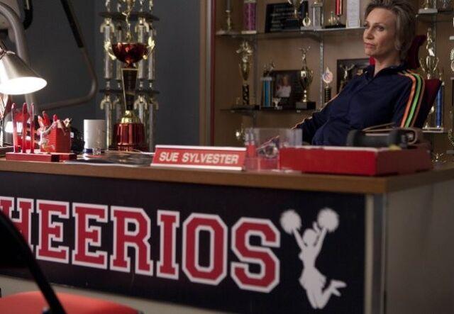 File:Glee-nationals-episode-puck-drag-dressing-lindsay-lohan-judging10.jpg