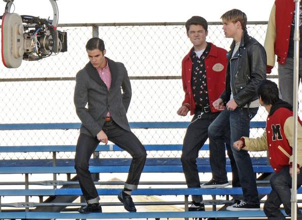 File:The+boys+of+Glee+get+down+F5pqZcmsHHcl.jpg