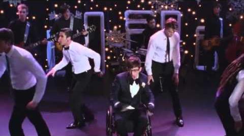 Glee-No Scrubs (Full Performance)-0