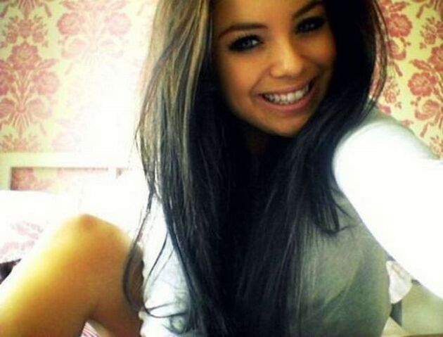 File:Pretty girls with pretty smiles 640 18.jpg