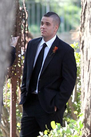 File:Dapper looking Mark Salling wearing black vr-LatWYtCal.jpg