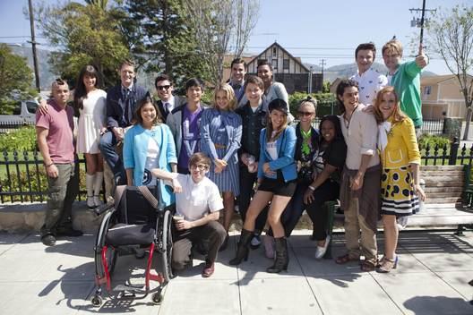File:Chord-behind-the-scenes-of-Glee-season-3-chord-overstreet-30927452-528-352.jpg