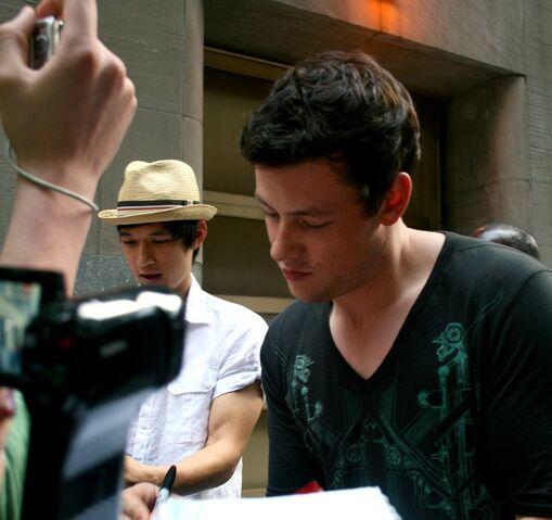 File:Harry autograph1.jpg