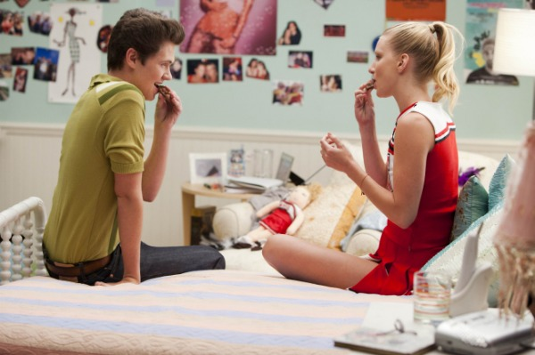 File:Glee-brittany-rory-bed.jpg