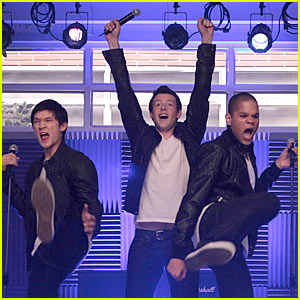 File:Just Jared boys 16900 glee its my life.jpg