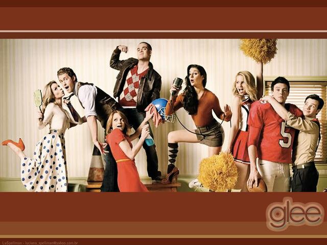 File:Glee wallpaper101.jpg