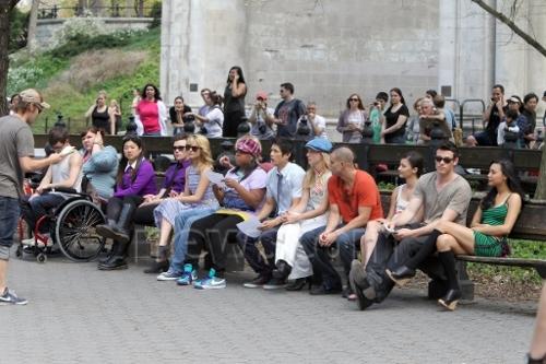 File:Glee cast in central park 3 - glee in nyc.jpg