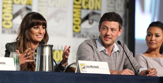 File:Glee panel-10.jpg