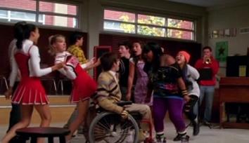 File:Glee-cast-lean-on-me.jpg