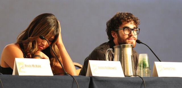 File:Glee panel-22.jpg