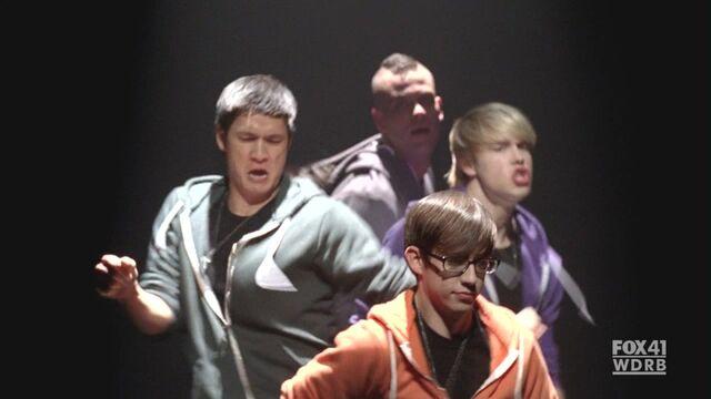 File:Glee213 377.jpg