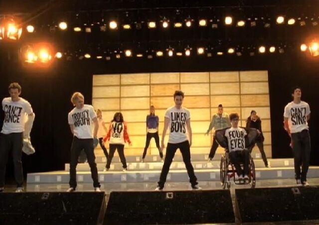 File:Glee born this way snap shot 1.jpg