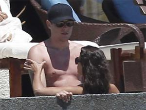File:Cory monteith lea michele hot tub cabo 100412 400x300.jpg