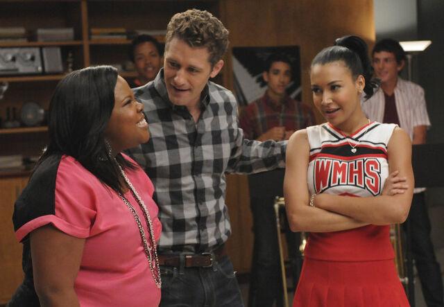 File:Glee-mercedes-santana-duetss.jpg