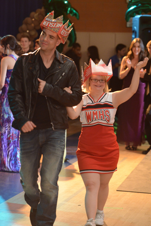 With Artie's help, Becky decides that she is ready for college after all and is ready to move on from McKinley High School.