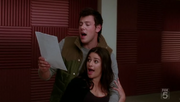1x12 Finn and Rachel in Smile