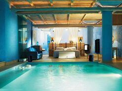 Master-Bedroom-with-Swimming-Pool