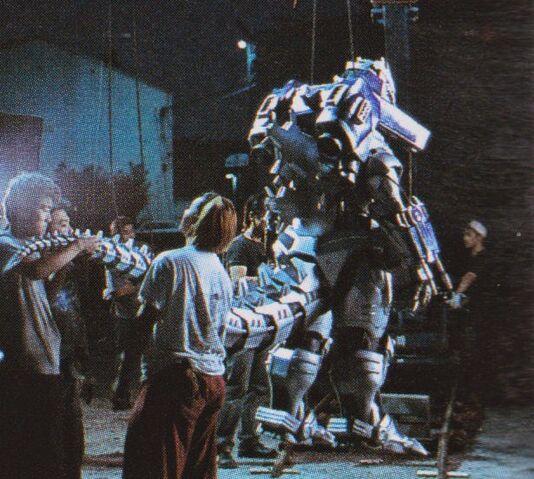 File:GXMG - Lifting Kiryu's Tail.jpg