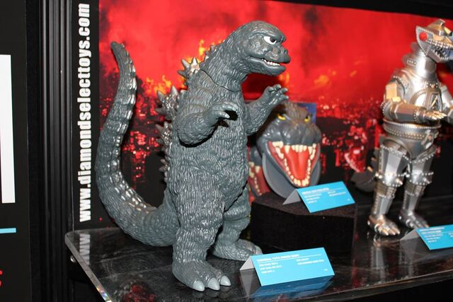 File:Diamond Select Godzilla 1974 Figure Bank Toy Fair.jpg