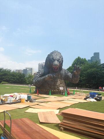 File:LegendaryGoji Statue In A Tokyo Park 3.jpg
