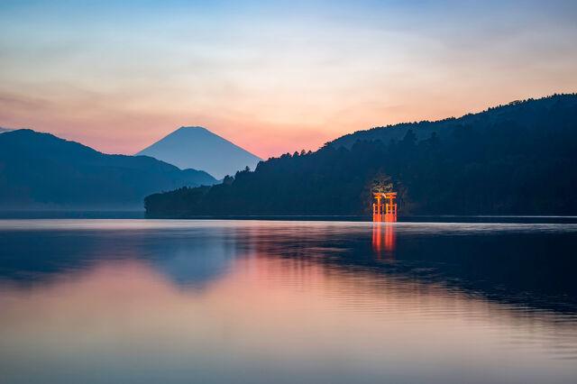 File:Lake-Ashi.jpg