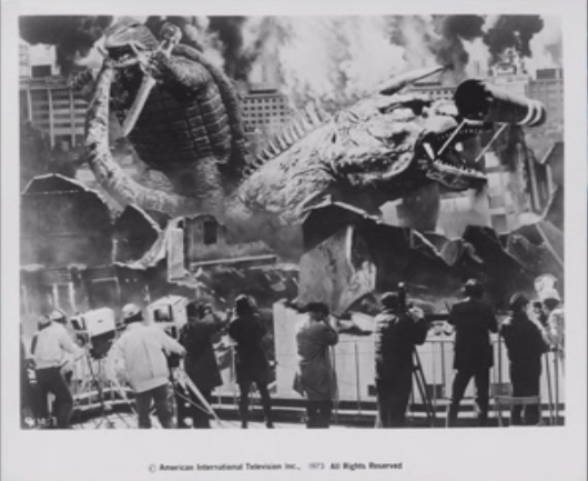 File:Gamera - 5 - vs Jiger - 99999 - 14 - The news peeps record the kaiju action live.png