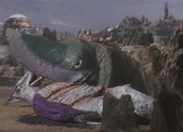 File:Gamera - 5 - vs Guiron - 18 - Guiron Is About To Murder Space Gyaos.png