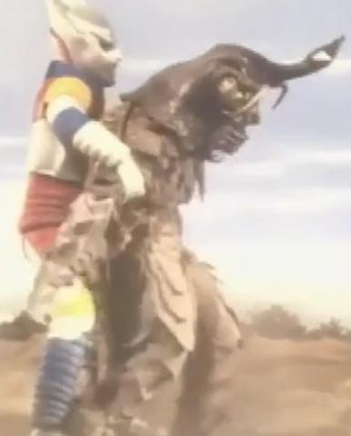 File:Godzilla vs. Megalon 5 - Jet Jaguar Grabs Megalon.png