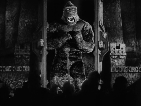 File:Kong Breaks Through the Gate.jpg