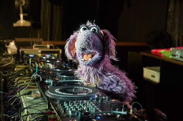 File:DJ Fluffalope (The Go!Go!Go! Show, Nick Jr.).jpg