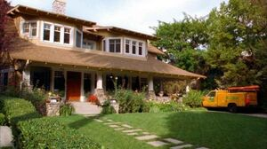 Good-Luck-Charlie-house-side-view-611x343