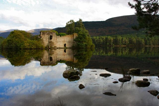 File:Loch-An-Eilean-2.jpg